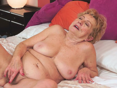 Dirty granny prefers to have sex with younger partners