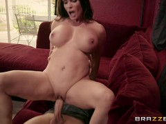 Hige tits MILF Diamond Foxxx gets boned