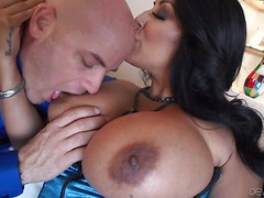 Black haired MILF Kiara Mia in sexy stockings gets her