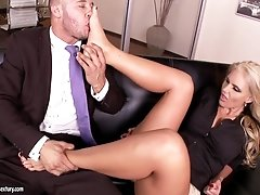 Elegant business lady Phoenix Marie  gets her feet licked