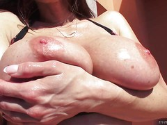Gorgeous MILF brunette Kendra Lust flaunts her huge boobs and