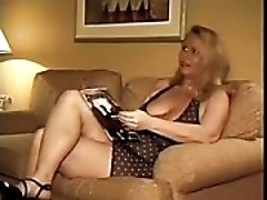 Mature women is waiting for friends to drink tea and double penetrate her in doggy style