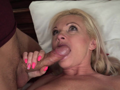 Man is happy to satisfy craving pussy of old blonde in bedroom