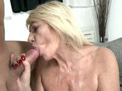 Man really wants to give pleasure to horny MILF Rosemary
